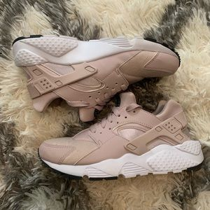 Nike Huarache Run, size: 6Y, color: Particle Rose.
